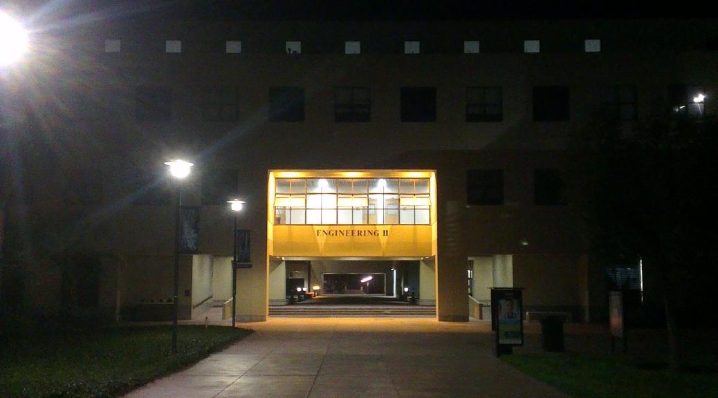 Uni bei Nacht